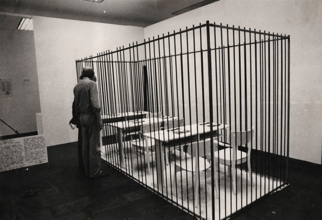 All bars are placed and the cage is finished. No chance to enter the space.
