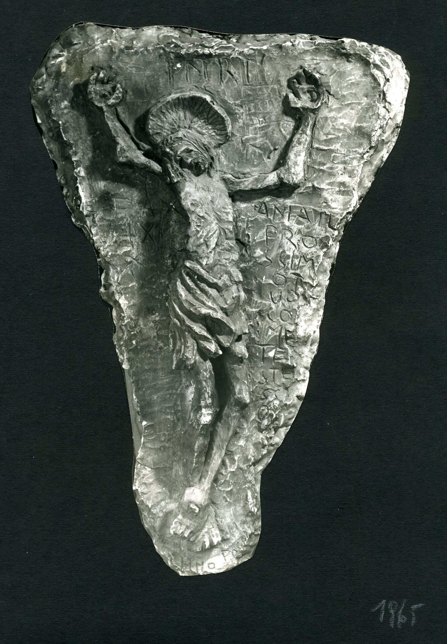 Cutted out photograph of a sculpture.