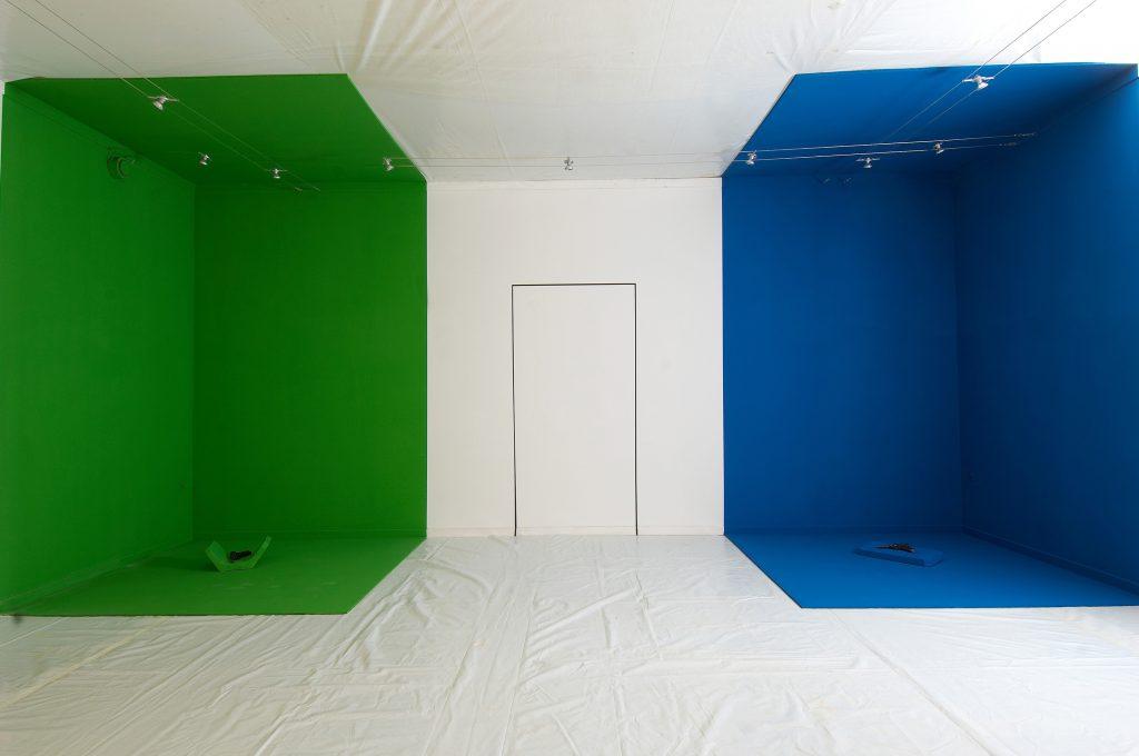 Left corner space green. Right blue.